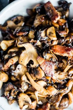These crazy delicious Garlic Bacon Mushrooms are the ultimate side dish. They're easy to make and healthy for you, too. Whole 30 Recipes, New Recipes, Favorite Recipes, Healthy Recipes, Bacon Recipes, Primal Recipes, Dairy Free Recipes, Gluten Free, Sin Gluten