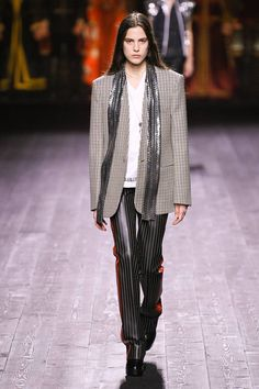 Louis Vuitton Fall 2020 Ready-to-Wear Fashion Show Collection: See the complete Louis Vuitton Fall 2020 Ready-to-Wear collection. Look 37 Men Fashion Show, Fashion Show Collection, Fashion 2020, Fashion Weeks, Paris Fashion, Louis Vuitton Collection, Vogue Russia, Autumn Winter Fashion, Fall Winter