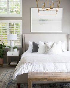 Cool 70 Beautiful Farmhouse Master Bedroom Decor Ideas https://roomadness.com/2018/01/01/70-beautiful-farmhouse-master-bedroom-decor-ideas/