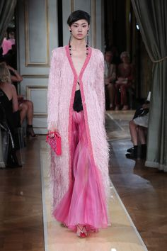 See all the looks from the show. Runway Fashion, Fashion News, Vogue Online, Armani Prive, Fall 2018, Giorgio Armani, Beachwear, Sari, Street Style