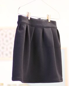 Tuto vidéo couture jupe Source by soizicchretien Sewing Clothes Women, Diy Clothes, Clothes For Women, Sewing Pants, Trendy Dresses, Nice Dresses, Fashion Dresses, Diy Jupe, Skirt Pattern Free