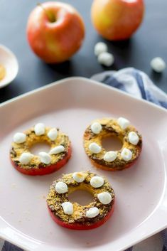 S'mores apple slices are a fun and relatively healthy treat for kids! Top apples with chocolate spread, graham crumbs and mini marshmallows. #kidssnacks #snackideas #appleseason #applerecipes Chocolate Spread, Chocolate Sprinkles, Graham Cracker Crumbs, Graham Crackers, Healthy Treats For Kids, Sprinkle Donut, Apple Season, Apples And Cheese, Mini Marshmallows
