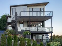 Seattle Residence: Architect: Wascha Studios, Contractor: Sunde Builders, Photographer: Sozinho Imagery