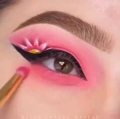 Girls, check out this awesome makeup today ! I know that many of you would love to do such a great make-up, but unfortunately it never comes out as desired. Clown Makeup Pretty, Pink Eye Makeup Looks, Beautiful Eye Makeup, Crazy Makeup, Awesome Makeup, Eye Makeup Steps, Eye Makeup Art, Eyeshadow Makeup, Eyeliner