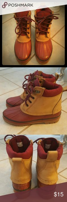 Lands End Duck Boots! Selling a Pair of Good Condition Lands End Duck Boots! These boots have only been used in the elements (snow and rain) perfect for keeping your feet dry and warm. These are used so they do have some cracking and scuffing. Size 7. Lands' End Shoes Lace Up Boots