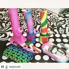 #Repost @ladyloudd with @repostapp  It doesn't get any better then this !  Love you guys  @piecemakergear  @pretty_pouches #elvis #peacesigns #bongs #pouches