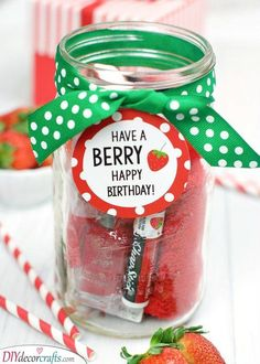Have a BERRY Happy Birthday Gift Idea for Friends. This gift is so cute and easy. This is the perfect way to wish someone you love a happy birthday. Coworker Birthday Gifts, Creative Birthday Gifts, Happy Birthday Gifts, Diy Birthday, Creative Gifts, Birthday Presents, Birthday Ideas, Birthday Gift For Teacher, Birthday Souvenir