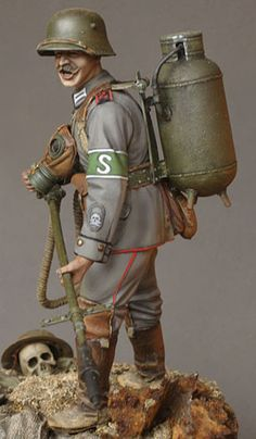 German Flamethrower Operator, 1916 by Konstantin Kapitonov, 120mm scratch built. Image 3