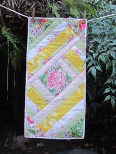 QuILTED FLORAL TABLE RuNNER FoR SPRiNG Or SuMMER