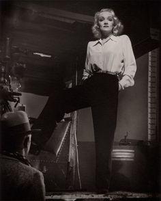 Wyn film noir Art Print: Marlene Dietrich 1940 by Hollywood Historic Photos : Old Hollywood, Golden Age Of Hollywood, Hollywood Glamour, Hollywood Stars, Classic Hollywood, Hollywood Fashion, Hollywood Images, Marlene Dietrich, 1940s Fashion