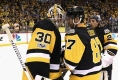 PITTSBURGH, PA - JUNE 08: Goaltender Matt Murray #30 of the Pittsburgh Penguins is congratulated by teammate Matt Cullen #7 after their 6-0 victory over the Nashville Predators in Game Five of the 2017 NHL Stanley Cup Final at PPG Paints Arena on June 8, 2017 in Pittsburgh, Pennslyvannia. The Penguins lead the series 3-2. (Photo by Dave Sandford/NHLI via Getty Images)
