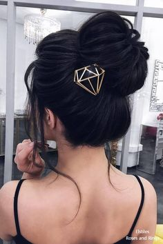 Bun Hairstyles With Headband,waves hairstyle wedding ideas.Funky Hairstyles Illustration,brunette hairstyles fashion,messy hairstyles with bangs and blunt fringe hairstyles ideas. Prom Hairstyles For Long Hair, Hairstyles With Glasses, Wedge Hairstyles, Older Women Hairstyles, Fringe Hairstyles, Feathered Hairstyles, Hairstyles With Bangs, Braided Hairstyles, Wedding Hairstyles