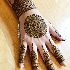 As the time evolved mehndi designs also evolved. Now, women can never think of any occasion without mehndi. Let's check some Karva Chauth mehndi designs. Henna Hand Designs, Easy Mehndi Designs, Latest Mehndi Designs, Round Mehndi Design, Mehndi Designs Finger, Mehndi Designs For Girls, Mehndi Designs For Beginners, Mehndi Design Pictures, Wedding Mehndi Designs