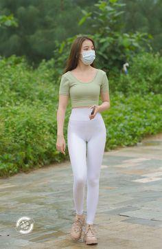 Girls In Leggings, Girls Jeans, Leggings Are Not Pants, Pretty Korean Girls, Cute Asian Girls, Beautiful Japanese Girl, Beautiful Asian Women, Skinny Girls, Sporty Outfits