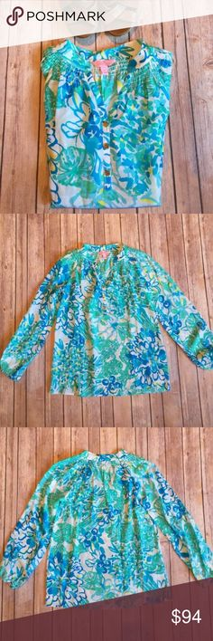 """NWOT Lilly Pulitzer 100% silk Elsa top NWOT Lilly Pulitzer Elsa top. Print: Resort White in a Pinch. Size XXS. Never worn! Excellent condition. Smoke free home. 100% silk. Length: 24"""". Sleeve: 23"""". Lilly Pulitzer Tops"""