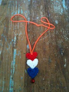 Koninginnedag ketting/Queensday necklace.Toch maar wat meer koningshuisgezind worden..