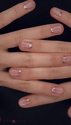 Minimal glitter mani.