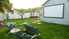 Backyard porch ideas on a budget patio makeover outdoor spaces inspirational backyard makeover with outdoor movie theater video hgtv - Savvy Ways About Things Can Teach Us Backyard Ideas For Small Yards, Small Backyard Landscaping, Backyard For Kids, Backyard Patio, Landscaping Ideas, Backyard Designs, Open Air Kino, Backyard Movie Theaters, Budget Patio