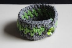 Crochet easy cuffs with a button = awesome new bracelet!
