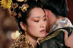 Gong Li in Curse of the golden flower (2006) by Zhang Yimou (via http://www.dfi.dk/Filmhuset/Cinemateket/Billetter-og-program/Film.aspx?filmID=f27653)