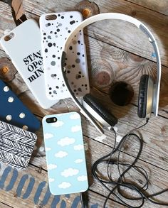 Anna enjoys listening to music as she goes about the day-to-day routines. It often seems as if music unlocks her creativity. Headset in four colours, price DKK 36,60 / SEK 49,80 / NOK 49,70 / EUR 5,12 / ISK 1199  #headset #iphonecover #iphonecovers #iphone5 #iphone6 #music #mobile #designs #covers #colours #patterns #stayopenminded #creativity #inspiration #sostrenegrene #søstrenegrene