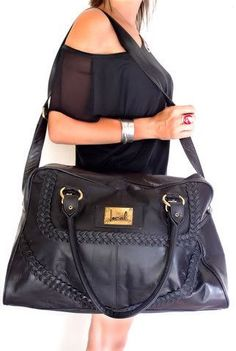 That bag is almost big enough to be a meghan purse!