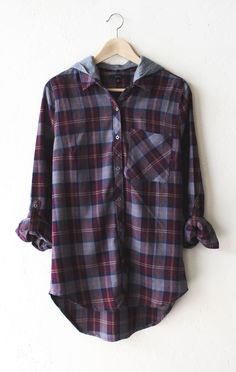 - Description Details: Relaxed oversized button down plaid flannel shirt in wine… Flannel Shirt Outfit, Flannel Outfits, Plaid Flannel, Fall Outfits, Casual Outfits, Cute Outfits, Hooded Flannel, Plaid Shirts, Tartan Plaid