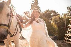 Cómplices de la felicidad de Yuri. 💛 ¡Nuestra novia @lavetis.es! 💐 #lavetis #lavetisnovias #vestidosdenovia #weddingdresses #noviasdiferentes #hautecouture #altacostura #handmade #atelier #barcelona #bohochic #rusticwedding #catalunya #bridal