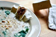 Zupa krem z pieczarek - Smakowity krem z pieczarek | Champignion creme soup http://www.codogara.pl/8366/zupa-krem-z-pieczarek/