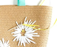 DIY Raffia Embroidered Tote   click through for the full tutorial! Crochet Tote, Crochet Baskets, Diy Bags Tutorial, Vintage Baskets, Embroidered Bag, Handmade Crafts, Straw Bag, Reusable Tote Bags, Embroidery