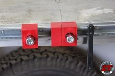 Test de l'étau universel RALI PRESS 1500 mm et installation en fixe sur établi