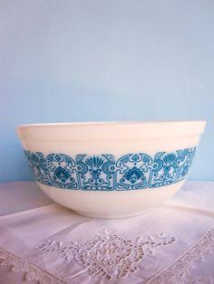 Vintage Pyrex Bowl Horizon Blue design
