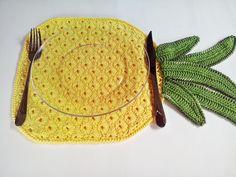 Lugar americano abacaxi. (Coleção Tutti Frutti)  Muita cor e diversão para sua mesa.    Dica: É mais bacana usar pares diferentes na mesa.  Confira o lugar americano Melancia no link: http://www.elo7.com.br/lugar-americano-melancia/dp/47F0B8 R$ 41,00