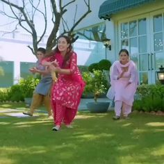 Love Songs Lyrics, Cute Love Songs, Best Love Photos, Daddy Daughter Quotes, Romantic Video, Punjabi Love Quotes, Party Wear Indian Dresses, Punjabi Couple, Feeling Song