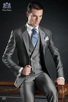 Traje de novio italiano a medida, recto 2 botones, en tejido lana mixto mohair gris, modelo 883 Ottavio Nuccio Gala colección Gentleman 2015.