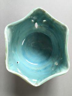 Lynda-Anne Raubenheimer - porcelain bowl with hexagonal altered rim