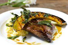 Em promoção: costelinha de porco com abóbora é um dos pratos oferecidos no menu do AK Vila para a Restaurant Week (Foto: Carol Peres/DIVUGAÇÃO)