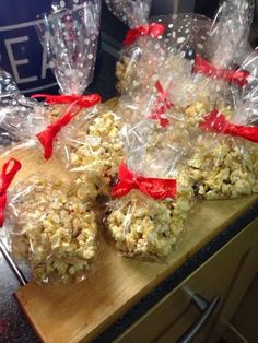 Christmas popcorn (slimming world friendly) I love finding recipes that I can adapt to make them slimming world friendly. My niece . Slimming World Puddings, Slimming World Cake, Slimming World Desserts, Slimming World Syns, Slimming Eats, Slimming World Recipes, Christmas Fair Ideas, Xmas Ideas, Christmas Stuff