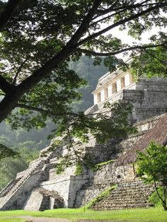 Ruinas Mayas. Piramide de las Inscripciones. Palenque, Chiapas, Mexico SitiosdeMexico.com - Directorio Turístico y de Entretenimiento - Valora, Comenta y Gana! Mayan Ruins, Ancient Ruins, Ancient Maya Art, Beautiful World, Beautiful Places, Archaeological Site, Central America, Amazing Nature, Places To Visit