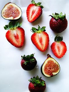 Photographer: unknown They have used bold shapes. They have used natural light. I like the bright strawberries in the photo because they stand out.