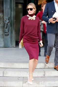 When Olivia Palermo tucks her sweater into her skirt, she creates a whole new feel. Untucked might feel sloppy, tucked-in might feel too prim; this is one part sophisticate, one-part off-duty trendsetter.