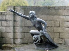 Statue, Cobham Cemetery (C) Robin Webster