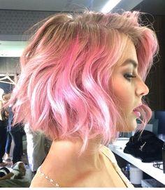 Loving Julianne Hough's pink hair!