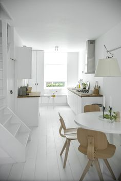 Inspiring Homes: White Heaven in Delft | Nordic Days all white kitchen and dining space