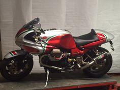 Umbau moto guzzi v11 Cafe Racer Build, Cafe Racer Bikes, Cafe Racer Motorcycle, European Motorcycles, Cars And Motorcycles, Moto Guzzi, Paris France, Cafe O, Moto Style