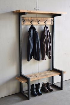 Give Your Rooms Some Spark With These Easy Vintage Industrial Furniture and Design Tips Do you love vintage industrial design and wish that you could turn your home-decorating visions into gorgeous reality? Welded Furniture, Industrial Design Furniture, Steel Furniture, Industrial House, Diy Furniture, Furniture Design, Industrial Office, Furniture Stores, Modern Industrial