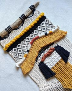 A tapestry full of new techniques?You can find Weaving projects and more on our website. Weaving Textiles, Weaving Art, Weaving Patterns, Tapestry Weaving, Loom Weaving, Hand Weaving, Weaving Wall Hanging, Tapestry Design, Macrame Art