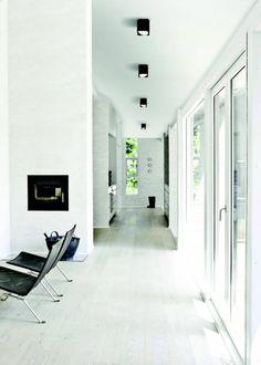 cómo decorar un pasillo estrecho largo