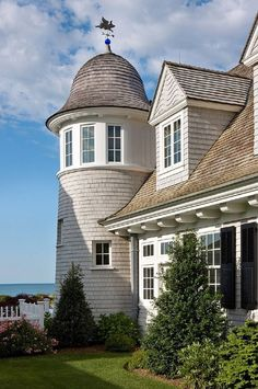 House Exterior/Shingle Style Guest Home - Catalano Architects Inc. Beach Cottage Style, Coastal Cottage, Coastal Homes, Coastal Living, Beach Homes, Luxury Living, D House, Maine House, Nantucket Home