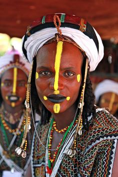 Africa The Wodaabe (or Bororo) are a small subgroup of the Fulani ethnic group. They are traditionally nomadic cattle-herders and traders in the Sahel, with migrations stretching from southern Niger, through northern Nigeria, northeastern Cameroon,. Out Of Africa, West Africa, African Tribes, African Art, We Are The World, People Around The World, Population Du Monde, Arte Tribal, African Culture